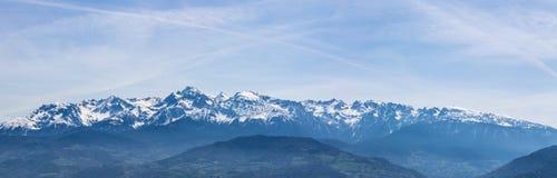 Schneebedeckte Berge von Frankreich lizenzfreie stockbilder