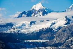 Schneebedeckter Berg Stockfotos
