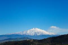 Schneebedeckter Vulkan Ätnas stockbilder