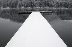 Schneebedecktes Dock Lizenzfreie Stockbilder