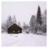 Schneebedecktes Dorf des Winters in Russland lizenzfreie stockbilder