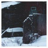 Schneebedecktes Dorf des Winters in Russland stockfoto