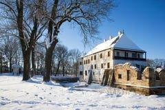 Schneebedecktes Renaissanceschloss des Winters in Prerov nad Labem, zentrales Boh stockfoto
