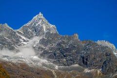 Schneebergblick am Trekking EBC niedrigen Lagers Everest in Nepal lizenzfreie stockfotos