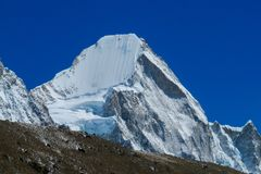 Schneebergblick am Trekking EBC niedrigen Lagers Everest in Nepal lizenzfreie stockbilder