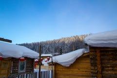 Schneedorf stockfotografie