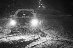 Schneefälle auf den Straßen Schwarzweiss Stockbilder