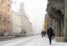 Schneefälle auf den Straßen von St Petersburg Lizenzfreie Stockfotografie
