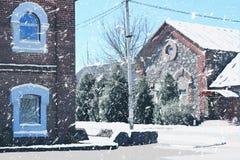 Schneefälle auf der Straße der alten Lords des Landsitzes Stockfotografie