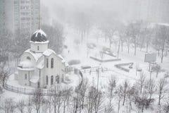 Schneefälle in der Stadt Stockbild