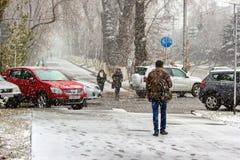 Schneefälle in der Stadt Lizenzfreie Stockfotos