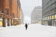 Schneefälle und Blizzard in der Stadt Stockfotografie