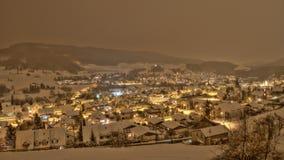 Schneefall-Dorf in der Schweiz Lizenzfreie Stockfotografie