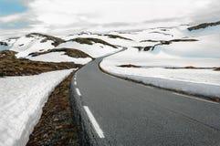 Schneefeld-Straße in Norwegen Lizenzfreie Stockfotos