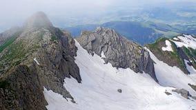 Schneefelder in den Bergen Stockbild