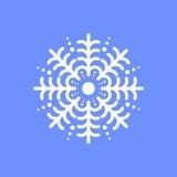 Schneeflocke auf blauem Hintergrund für Wintereinladungskarte, Vektorlogo-Ikonenschablone Stockfotos