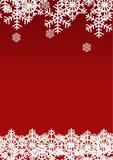 Schneeflocke auf rotem Hintergrund; Weihnachtsjahreszeitfeiertags-Schablonendesign; Glücklicher Feierdekor Lizenzfreie Stockbilder