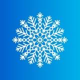 Schneeflocke hergestellt von den dekorativen Mustern auf Blau Lizenzfreie Stockfotos