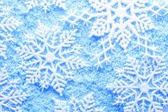 Schneeflocke im Schnee lizenzfreie stockbilder