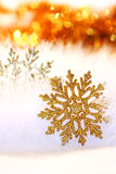Schneeflockehintergrund des neuen Jahres oder des Weihnachten Lizenzfreies Stockbild