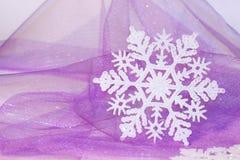 Schneeflockehintergrund des neuen Jahres oder des Weihnachten Lizenzfreie Stockbilder