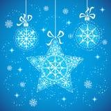 Schneeflockekugeln und -sterne. Stockfotografie
