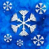 Schneeflocken auf blauem geometrischem Hintergrund mit dreieckigem PO Stockfoto
