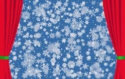 Schneeflocken auf blauem Hintergrund und roten Vorhängen stockfotos