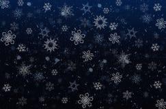 Schneeflocken auf einem dunkelblauen background Stockfotos