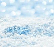 Schneeflocken auf Schnee Stockbilder