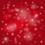 Schneeflocken und undeutliche Leuchten auf dunkelrotem Hintergrund Lizenzfreie Stockfotos
