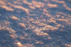 Schneeflockennahaufnahme und unscharfer Hintergrund lizenzfreie stockfotos