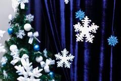 Schneeflockenschaum Weihnachtsverzierungen Stockfotos