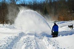 Schneefräse in der Aktion Lizenzfreie Stockfotos