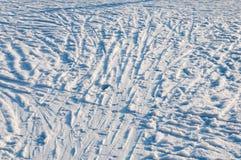 Schneehintergrund-Skisteigung lizenzfreies stockbild