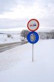Schneekette - Wintergummireifenzeichen Stockfotografie