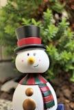 Schneemann, der einen Sommerweihnachtsfeiertag hat Stockfotografie
