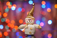 Schneemann gegen schönes eine Seite Stockbild
