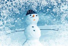 Schneemann im Schneefeld Stockbild