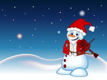 Schneemann mit Weihnachtsmann-Kostüm, welches die Violine mit Stern-, Himmel- und Schneehügelhintergrund für Ihr Design spielt, v lizenzfreie abbildung