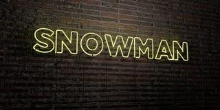 SCHNEEMANN - realistische Leuchtreklame auf Backsteinmauerhintergrund - 3D übertrug freies Archivbild der Abgabe Lizenzfreies Stockfoto