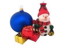 Schneemann und Geschenke stockbild