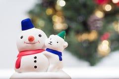 Schneemann- und Weihnachtsbaumhintergrund Stockbild