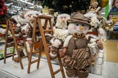 Schneemann-Weihnachtsanzeige im Speicher Stockbilder
