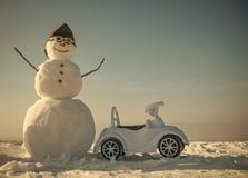 Schneemannreisender Weihnachts- oder Weihnachtsdekoration, Luftfahrt stockfoto