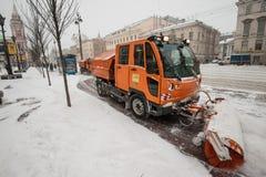 Schneemaschinen im Stadtzentrum Lizenzfreies Stockfoto