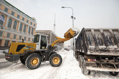 Schneemaschinen im Stadtzentrum Lizenzfreie Stockfotos
