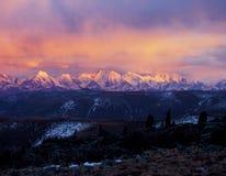 Schneemontierung im Sonnenaufgang, Lizenzfreie Stockbilder