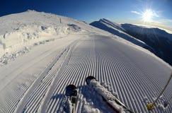 Schneepflegenmaschinenspuren Stockbilder