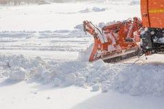 Schneepflug bei der Arbeit Stockfoto